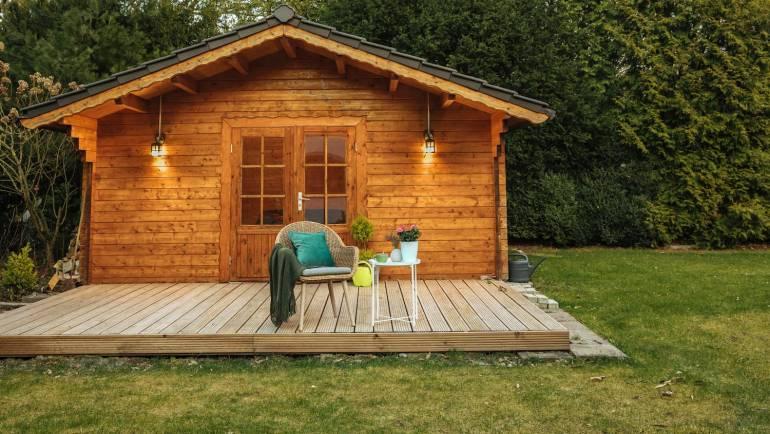 Abris de jardin en bois, en métal ou en résine: quelle solution choisir?